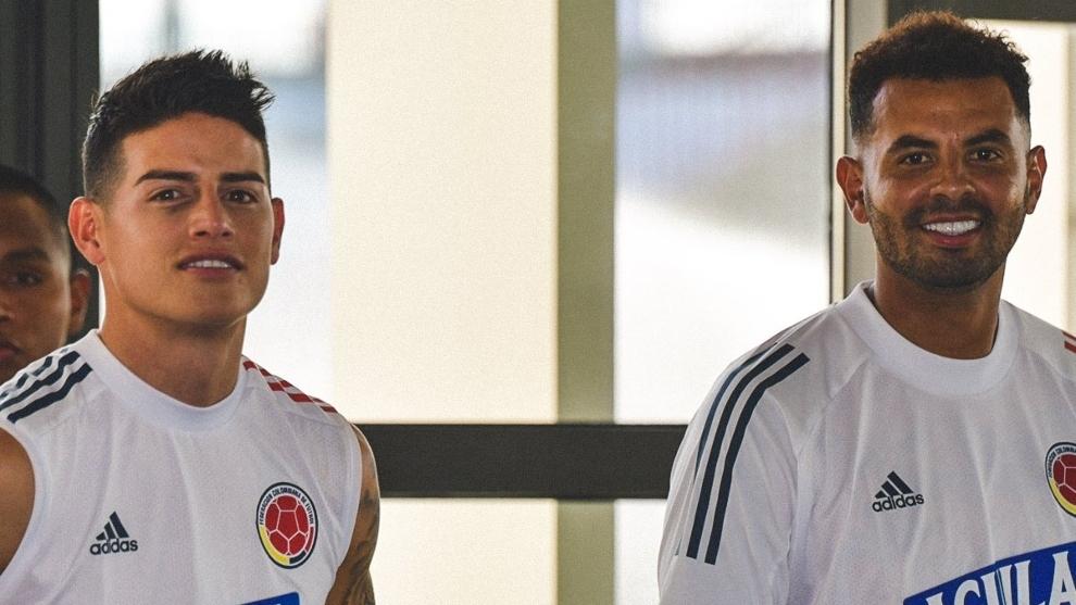 James Rodríguez y Edwin Cardona, en una concentración de la...
