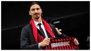 Ibrahimovic el día de su presentación como jugador del Milan