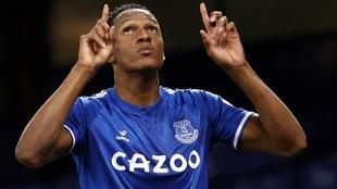 Yerry Mina celebra un gol con el Everton.