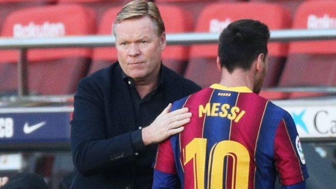 Koeman y Messi tras ser sustituido en un partido