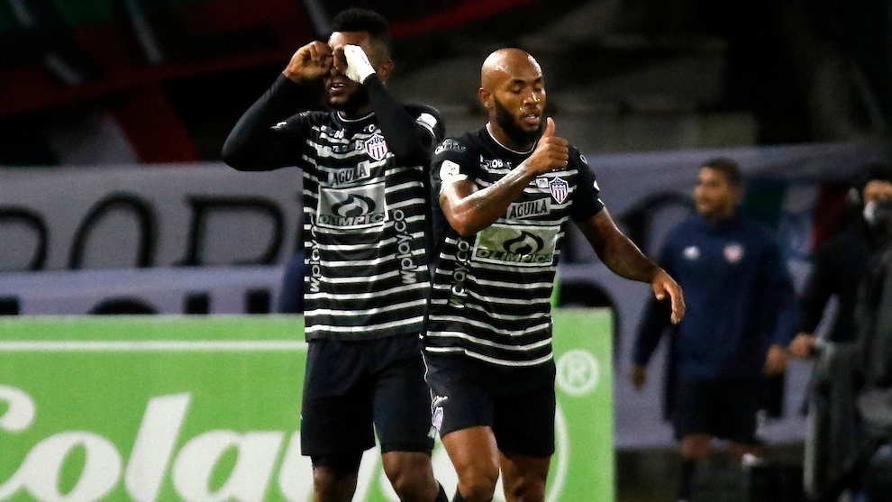 Borja e Hinestroza celebran un gol del Junior ante Once Caldas.