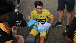 Primoz Roglic, hundido tras perder el Tour en la última crono