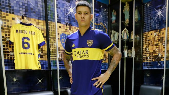 Marcos Rojo posa con la camiseta de Boca.