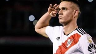 Santos Borré celebra un gol con River Plate.