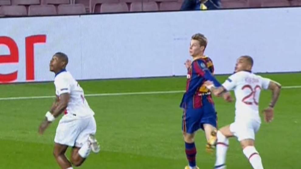 La polémica del Barcelona vs PSG: ¿Penalti de Kurzawa a De Jong ...