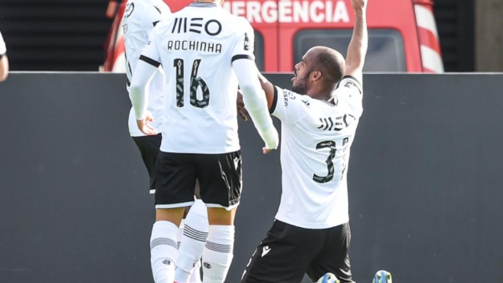Óscar Estupiñán celebra su gol.