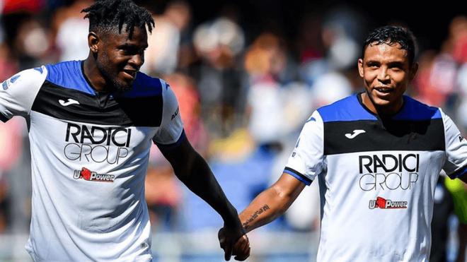 Zapata y Muriel celebran un gol con el Atalanta
