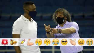 Perea y Gamero conversan durante el partido.