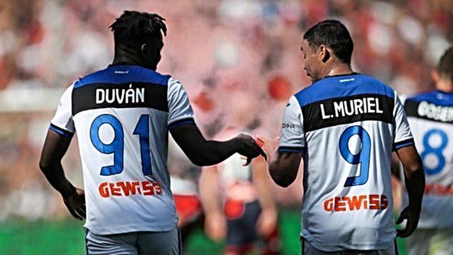 Duván Zapata y Luis Fernando Muriel, durante un partido con Atalanta.