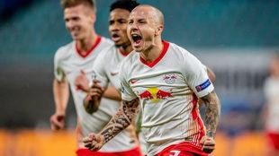 Angeliño celebra un gol con el Leipzig