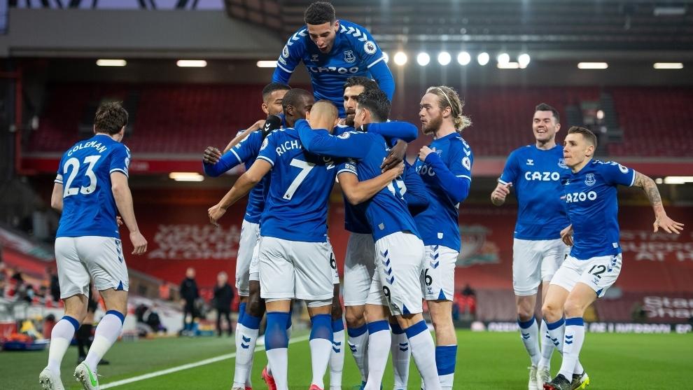 El triunfo en Anfield Road infló la camiseta del Everton.