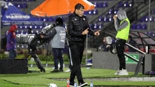El entrenador fue criticado por su planteo inicial.