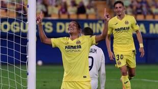 Carlos Bacca celebra un gol con el Villlarreal