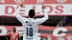 Javier Reina festeja uno de sus dos goles en el Pascual.