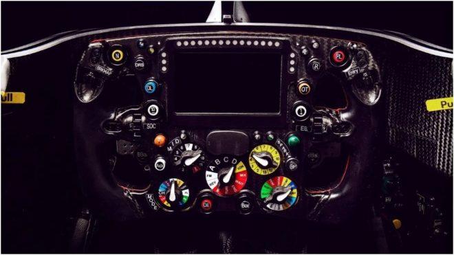 El mando de un volante de un coche de F1.