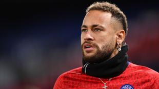 Neymar, en un calentamiento con el PSG.