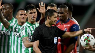 Momento de los reclamos contra Mario Herrera.