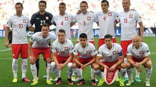 La selección de Polonia antes de jugar un partido.