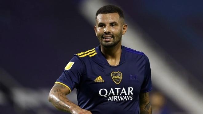 Edwin Cardona vuelve a estar en problemas con Boca Juniors.
