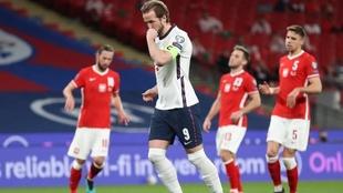 Kane anoto en la victoria de Inglaterra sobre Polonia.