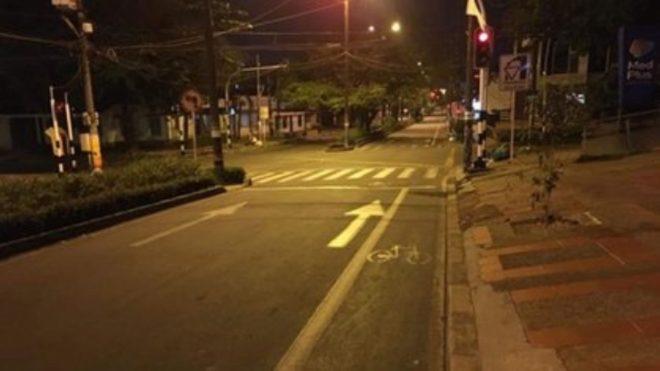 Calles vacías en Colombia tras el toque de queda.
