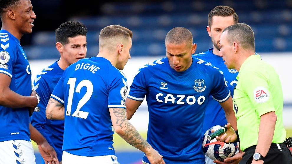 Jugadores del Everton, durante un partido.
