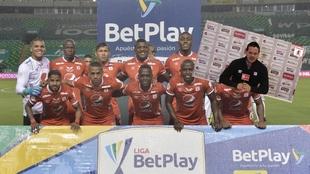 La formación del equipo en su partido del semestre en Palmseca.