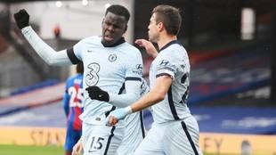 Kurt Zouma celebra el tercer gol del Chelsea