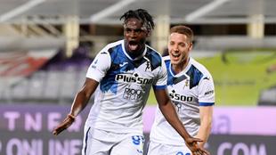Duván Zapata celebra un gol contra la Fiorentina.