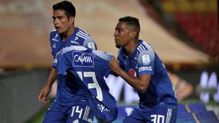 Silva y Mojica posan con el dorsal '13', el de Fredy...
