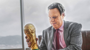 Ramón Jesurun, con al Copa Mundo.