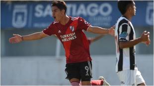 Flabián Londoño celebra un gol con River Plate.