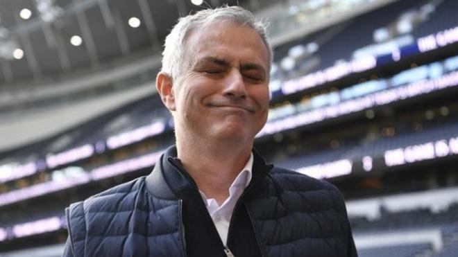 JOse?Mourinho mostró su sarcasmo para explicar la acción del...