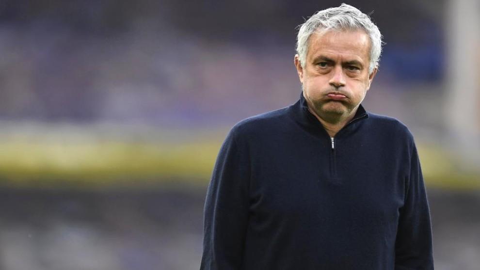 Dávinson Sánchez se queda sin técnico: José Mourinho, destituido ...