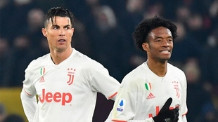 Cristiano Ronaldo Y Juan Guillermo Cuadrado en un partido con la...