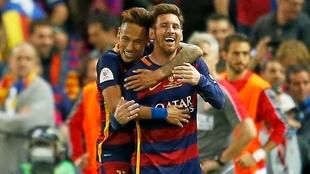 Neymar y Messi sonrién durante su etapa en el Barcelona.