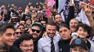 Beckham, rodedo de hinchas del Inter de Miami.
