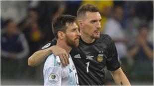 Armani y Messi, en un partido de la Selección Argentina.