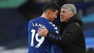 Ancelotti felicita a James tras sustituirle