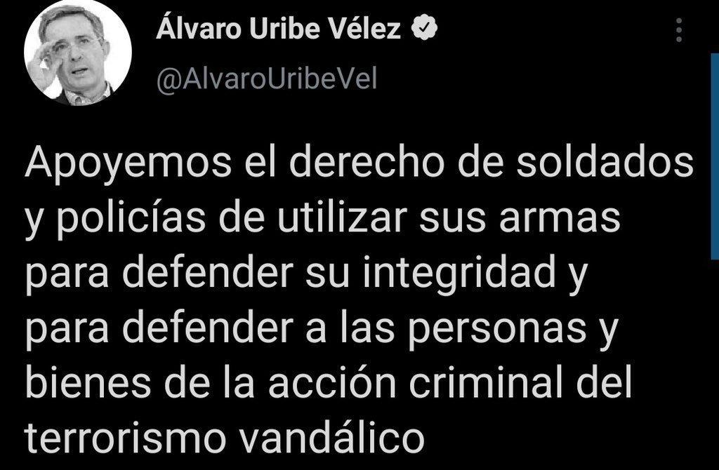 Twitter elimina trino de Álvaro Uribe donde apoyaba uso de armas