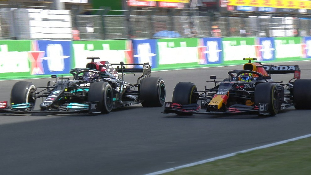 Hamilton adelanta a 'Checo' Pérez en pista