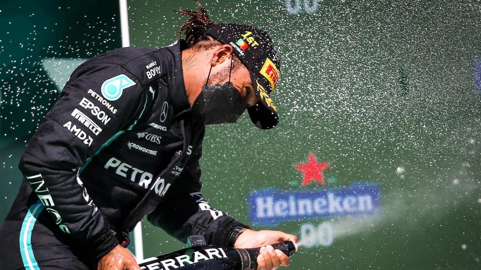 Lewis Hamilton, en el podio de Portugal.