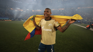 Wilmar Barrios celebra el título de liga con el Zenit.