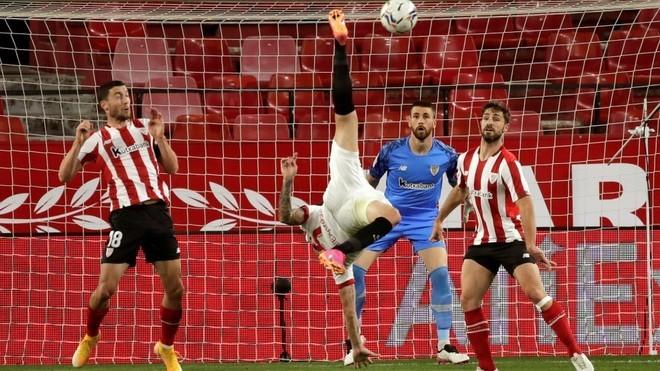 El Sevilla se cae de la pelea