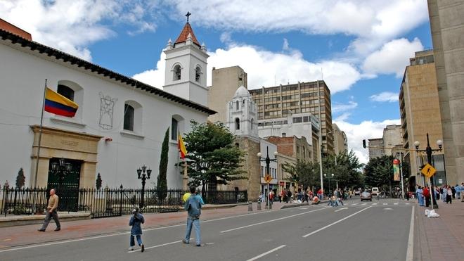 Toque de queda en las principales ciudades de Colombia.