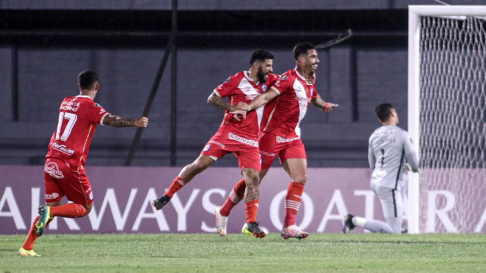 Gabriel Ávalos anotó los dos goles del triunfo de Argentinos sobre...