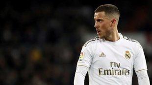 Hazard, durante un partido con el Real Madrid