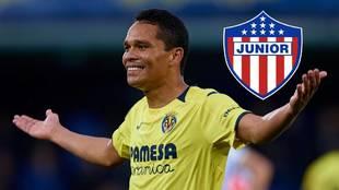 Carlos Bacca y el escudo de Junior de Barranquilla.