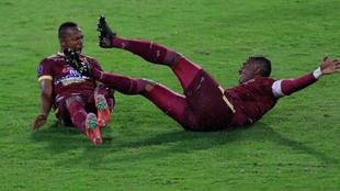 Jugadores del Deportes Tolima celebra un gol.