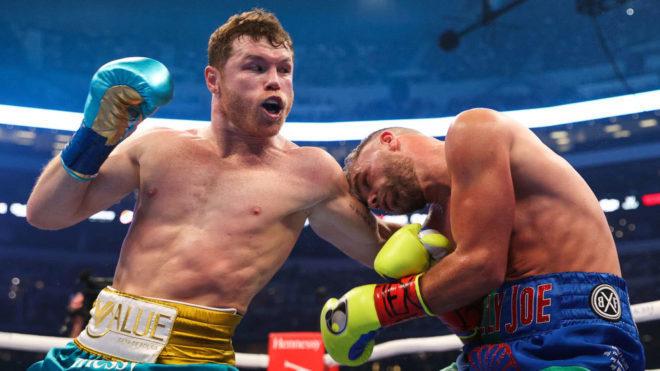 Canelo golpea a Saunders